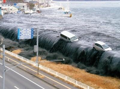 命の危機が迫ってもきちん並ぶ日本人たちが話題<画像>11月22日福島県沖地震 当時の様子