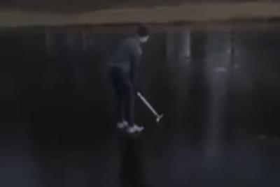 【完璧なコント】氷上ゴルフする人に笑いの神が舞い降りた瞬間→ 動画