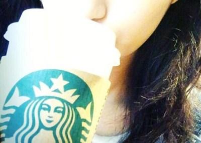 スタバ女子に流行中の新しいコーヒーの飲み方が意味わからないんだが →