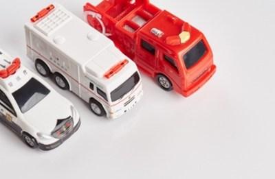【期待を裏切らない】緊急車両を利用して渋滞を脱出するプリウスDQN ワロタwwwww/ 情報アンテナサイト まとめニュース速報