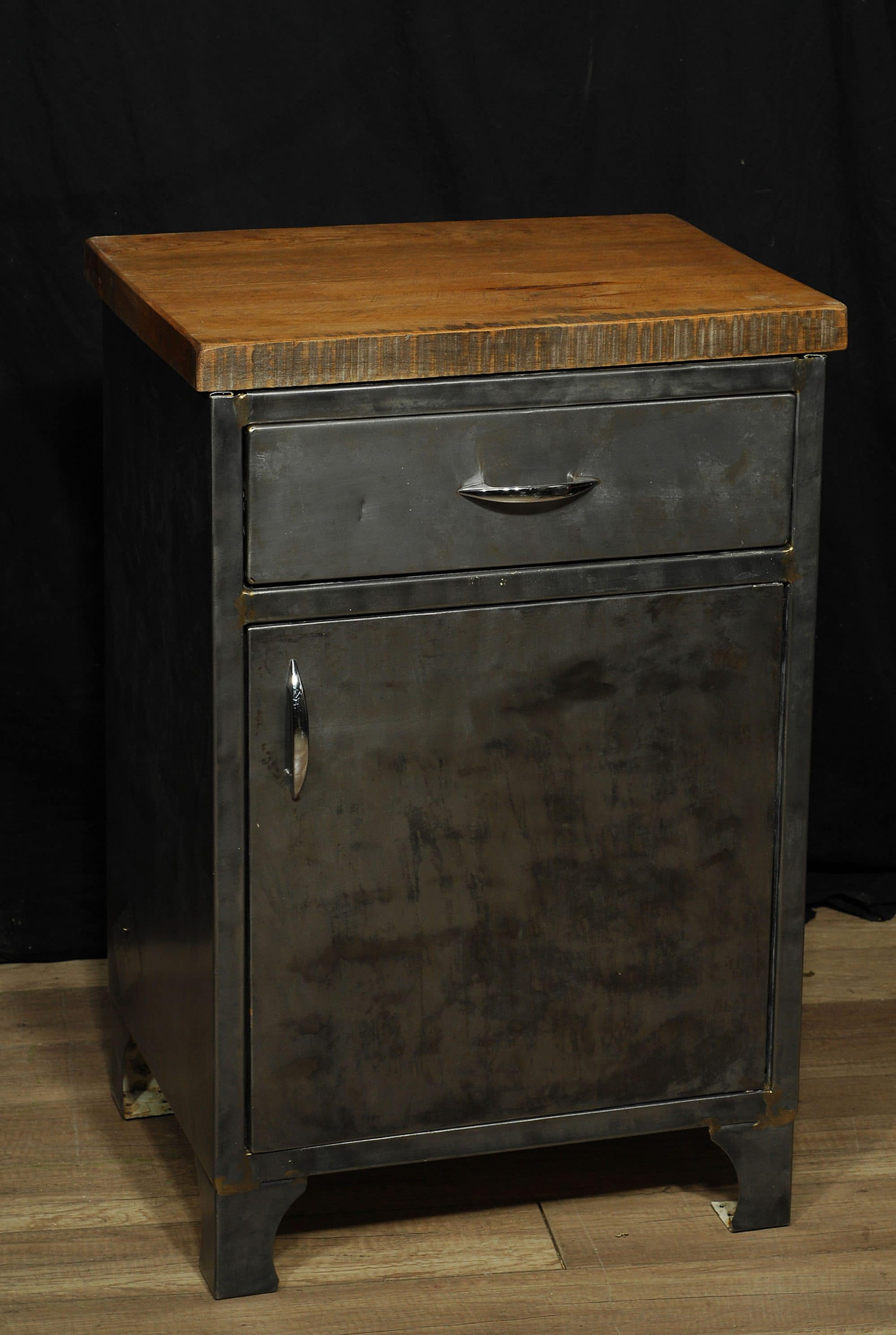 Table De Chevet Industriel Cabinet Ou Table De Chevet Industriel Metal Et Bois Industrial Storage Unit 2 Chance Deco
