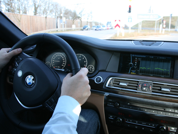 Smart Steering Wheel Monitors Vital Signs, Diagnoses Irrational Road