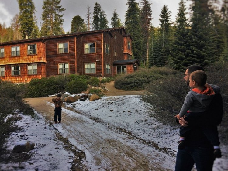 Chris Taylor and kids Wuksachi Lodge in Sequoia National Park 2traveldads.com