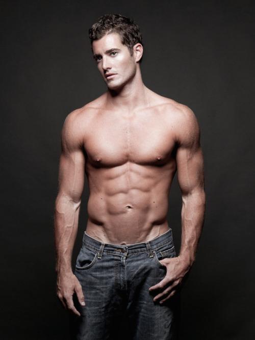 Aaron Hanna modellieren   Men-kind - 2 Pinterest Hot guys - küchen in u form