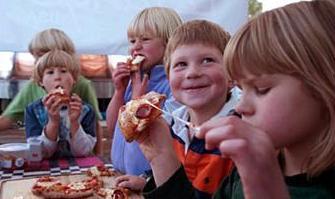 Kids eat free on Sunday nights at Pinstripes