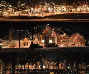 365 Barrington Holiday Lights Contest