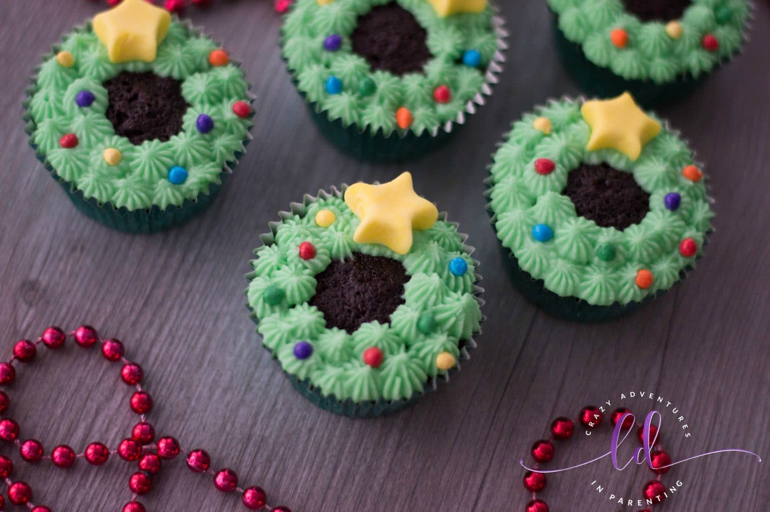 These Adorable Christmas Wreath Cupcakes Are A Cinch To