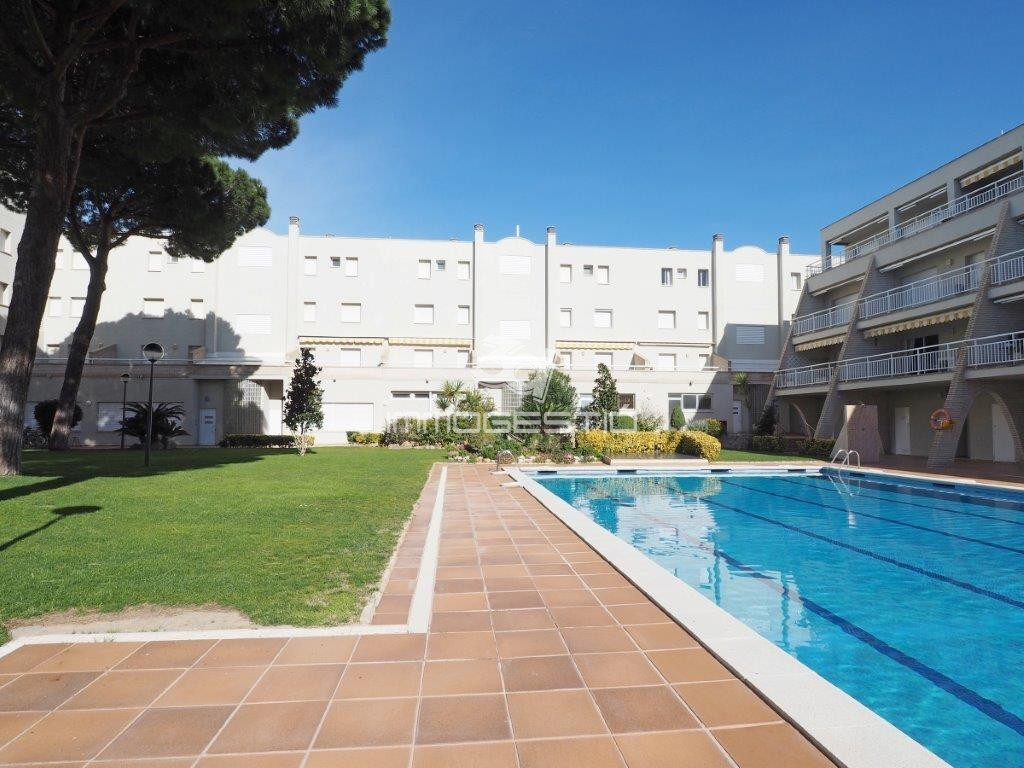 Pool Terrasse Apartment With Lovely Terrace And Community Pool And Gardens Near The Beach And The Comercial Area Distribution Living Room With Access To The