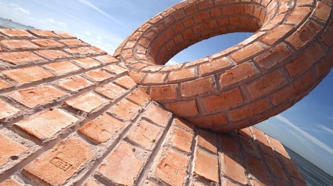 christoph-schindelar-brick-wall-03-donut