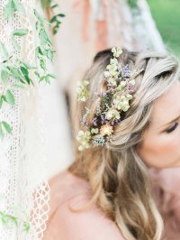 20 Wedding Hair Ideas with Flowers - Modern Wedding