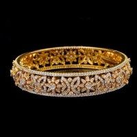 Designer Natural Diamond Bangle at Rs 225000 /piece