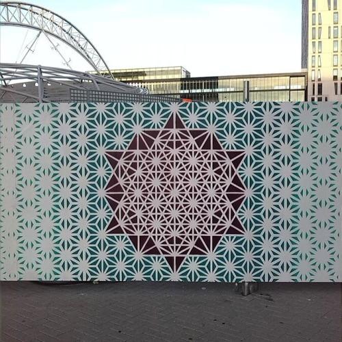 streetartglobal:  Geometric work by @enigma_geometricks in Rotterdam (http://globalstreetart.com/enigma).