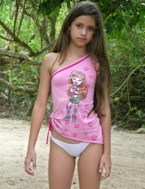 Teen daughter makes the bed and more 1