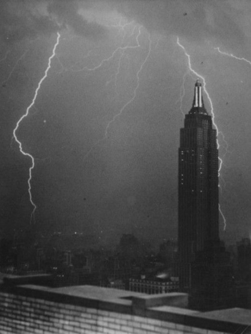 bohemianwaif:  empire state building in new york (1930s)