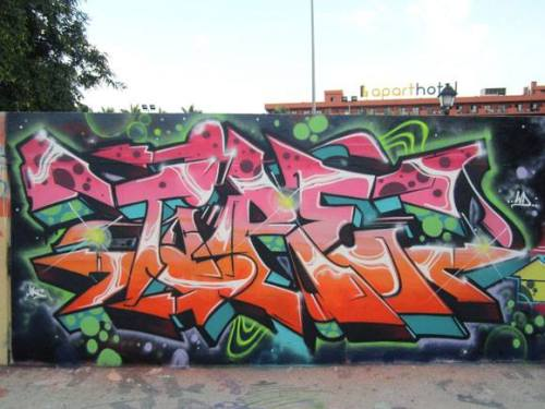 graffitishop:  Tire