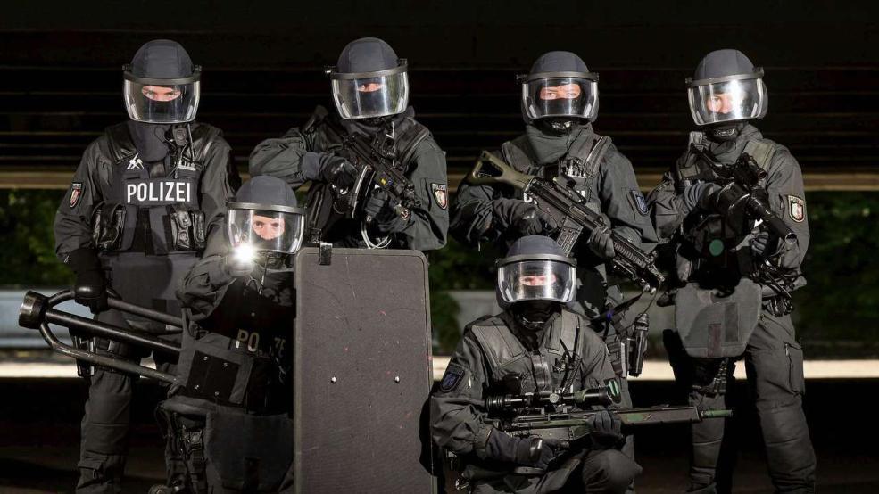 Die GSG 9 der Bundespolizei Polizei Pinterest Guns - mock police report