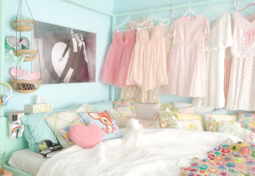 Teenage Girl Room White And Gold Polka Dot Wallpaper ☆kawaii Rooms☆