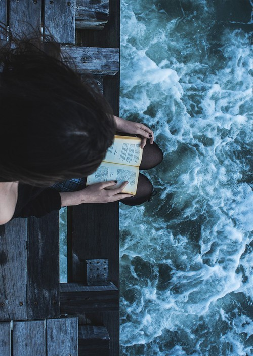 Wallpaper Of Alone Girl In Rain Girl Reading Tumblr