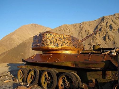 bizarrebeyondbelief:  Iranian artist #NedaTaiyebi transforms war tanks in Afghanistan into pieces of #streetart.More here: http://wp.me/p2dpFM-3EL