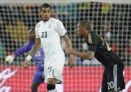 Kevin-Prince Boateng custodia a su hermano Jerome en Alemania-Ghana. /AFP