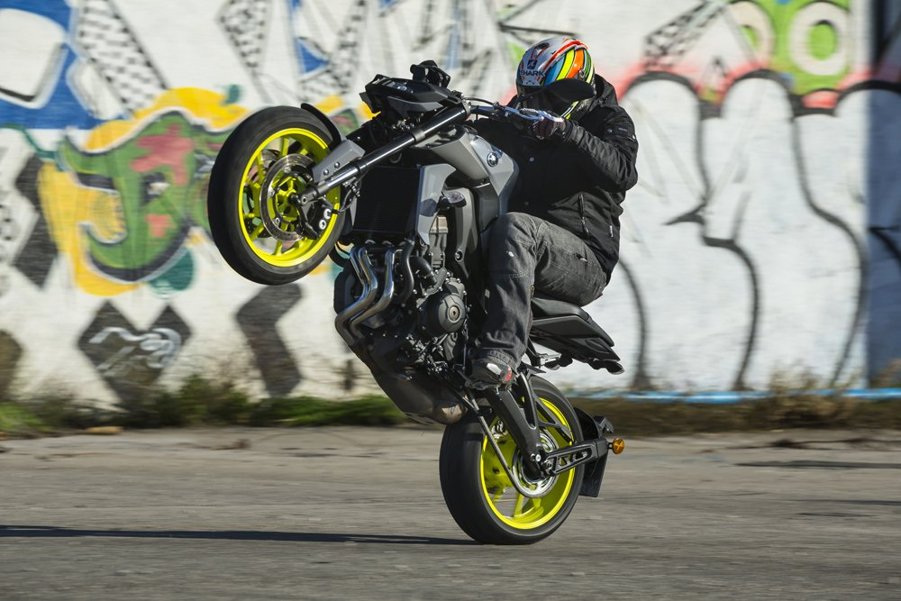 2017 Yamaha MT-09 Review -