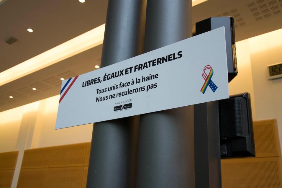 Une minute de silence a été respectée en début de session pour rendre hommage aux victimes du terrorisme