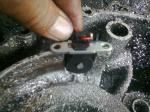 Pulser Dipasang Dengan Mencoak Bagian Dalam Kalter Mesin Sebelah Kiri
