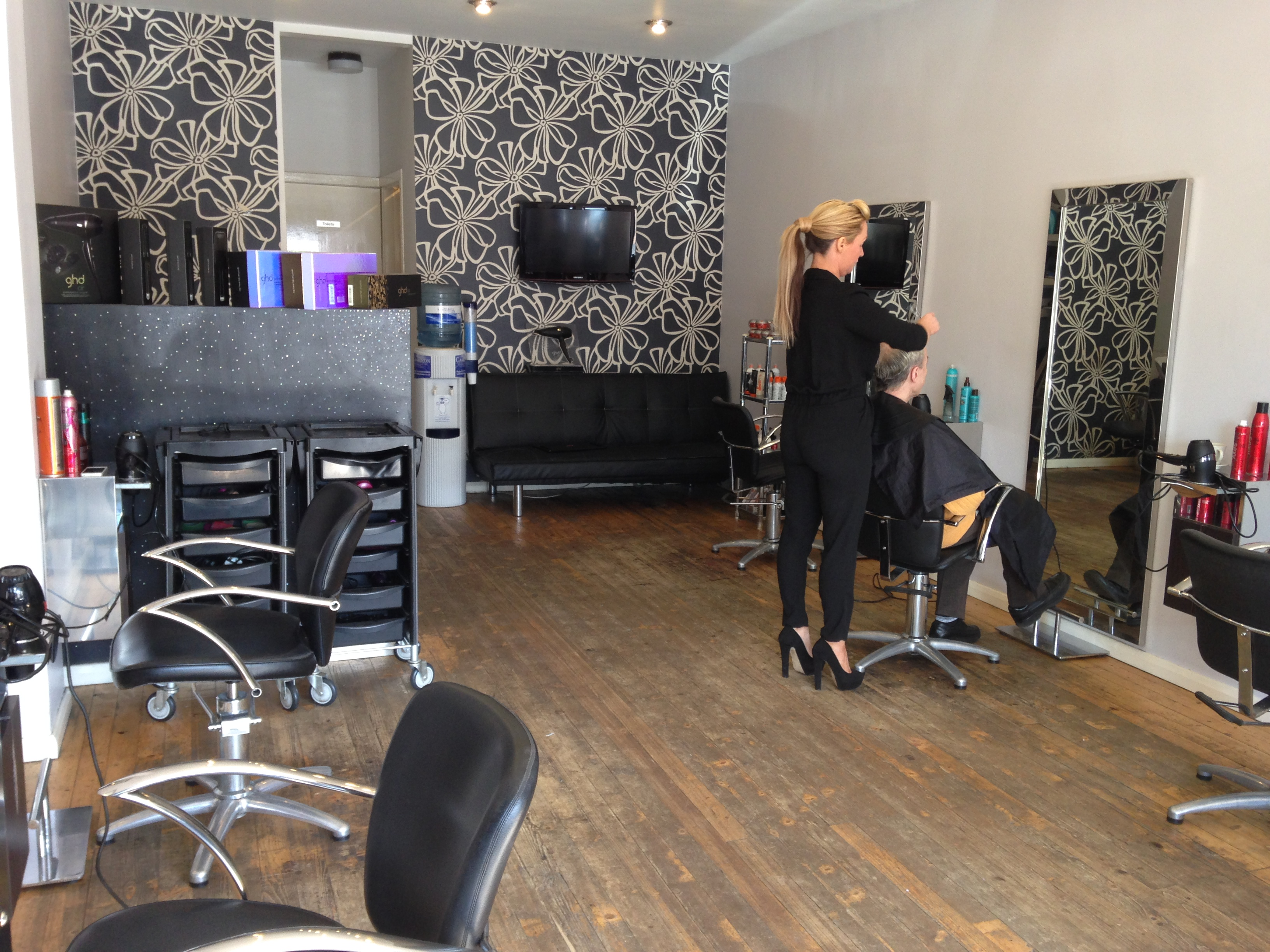 Salon Erotic Vibe Hairdressing Glasgow Health And Beauty 5pm Co Uk