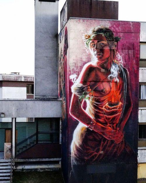streetartglobal:  Beautiful work by @alanizart in France (http://globalstreetart.com/alaniz) #globalstreetart #alaniz https://www.instagram.com/p/BJA69McDB8I/