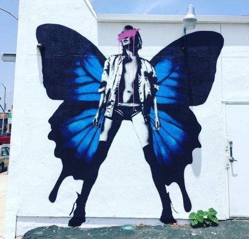 streetartnews:  Punkmetender found in LAwww.arteymuros.comstreetartnews.tumblr.com#art #mural #graffiti #streetart