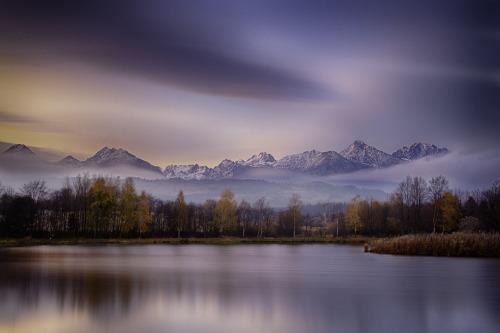 i-long-to-travel-the-world:  etherealvistas: Autumn at the Lake (Slovakia) by Richard…