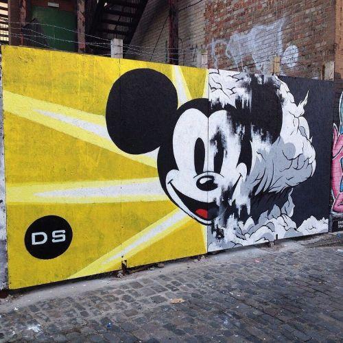 streetartglobal:  By @deesastergram (globalstreetart.com/deesaster) #globalstreetart #walls #artists #paintedcities https://www.instagram.com/p/BFGvKL_AEKO/