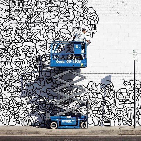 spraydaily:  💥 @fuziuvtpk working on something big in LA!—#graffiti #SprayDaily #граффити #Grafiti #spraycanart #sprayart #Graffity #instagraff #instagraffiti #grafflife #fuziuvtpk #fuzi #fuzitattoo