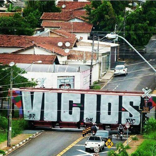 madstylers:  VICIOS@viciosavc_______________________#madstylers #graffiti #graff #style #chrome #wholecar http://ift.tt/2esAxjd