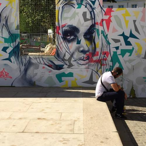 streetheart-serendipity:  🔹Look at me🔹Work by @tore.one @agnesb_officiel #streetart #art #paris #parisstreetart #streetartparis #graffiti #urbanart #wallpainting #streetartist #graf #rsa_graffiti #dsb_graff #artist #gullysteez #tv_streetart #arteurbano #arteurbana #imjustpassing #streetartfrance #tore #toreone (à Eglise Saint-Eustache)