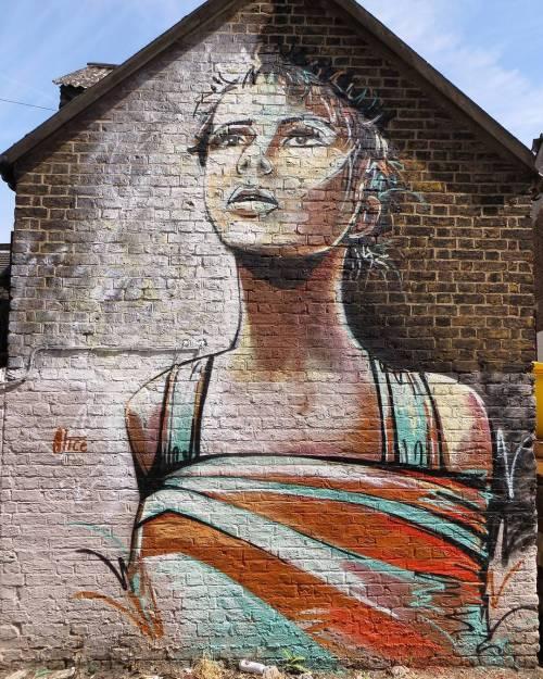 streetartglobal:  Work by @alicepasquini in Sydenham, London, supported by us at #globalstreetart / Photo by @D7606 #globalstreetart #alicepasquini https://www.instagram.com/p/BKa8mzvD3Dv/
