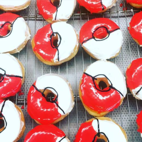 mslovejoy:  Pokeball Donuts