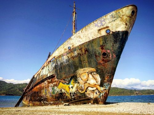 streetartglobal:  A ship is as good as a wall for Mika in New Caledonia http://globalstreetart.com/mika#globalstreetart #mika #streetarteverywhere #ship #beach #sprayart #newcaledonia https://www.instagram.com/p/BLt5dxXgA2F/