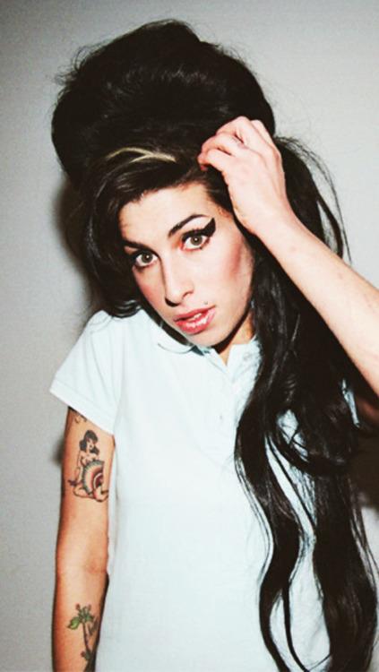 Lady Gaga Iphone 5 Wallpaper Amy Winehouse Wallpaper Tumblr