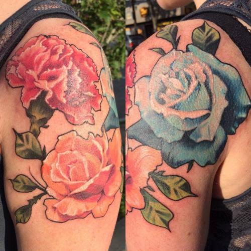 Thanks Sarah! @broadstreettattoo #tattoo #colortattoo #roses #rosetattoo #carnation #blackoutlines #masstattoonetwork