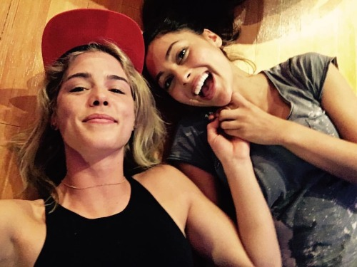 Bett Tumblr Emily Bett Rickards On Tumblr