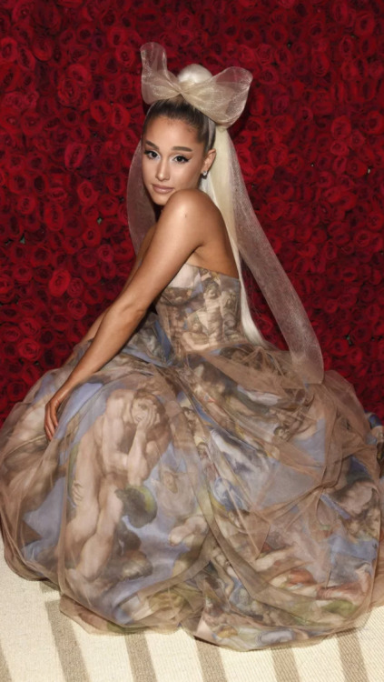 Really Cool Iphone Wallpapers Ariana Grande Met Gala 2018 Tumblr