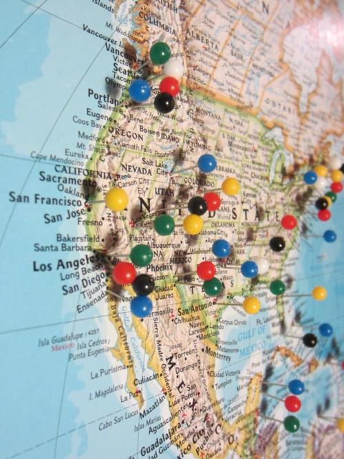 pinned world map - Romeolandinez