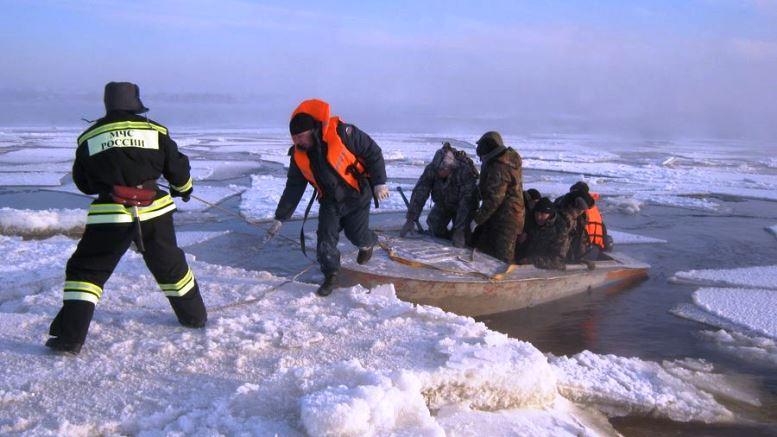 Под Ростовом-на-Дону откололась льдина с шестнадцатью рыбаками
