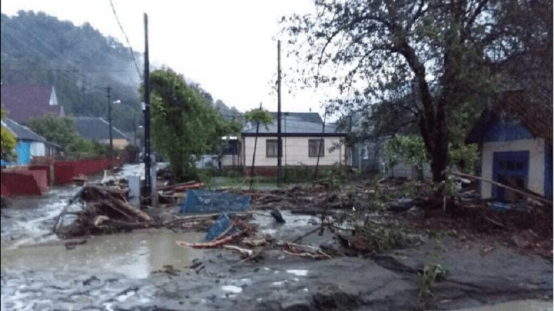 Спасатели эвакуировали 29 человек из населенных пунктов близ Сочи, которые были отрезаны от внешнего мира после схождения сели