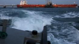 В Китае произошел ряд взрывов на борту танкера