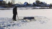 В Свердловской области автомобиль ВАЗ2105 провалился под лед