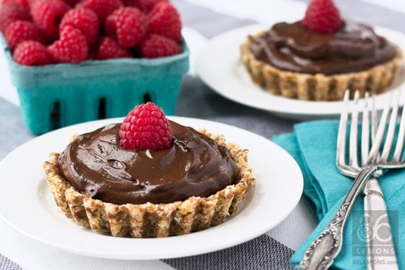 Mini Chocolate Tarts #raw #vegan #glutenfree #gfcommunity #foodphotography  86lemons.com