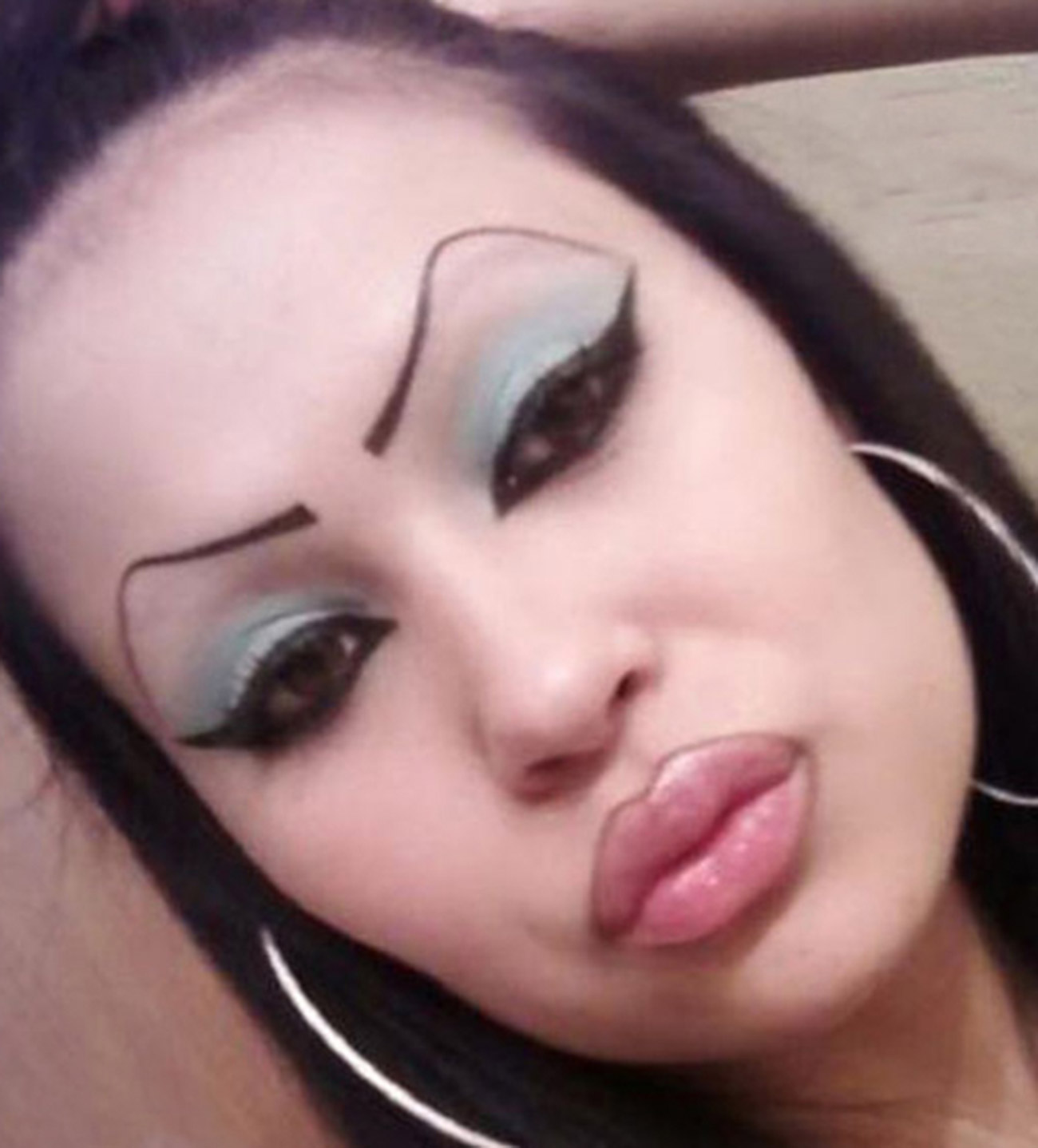 8-Signs-Your-Eyebrow-Game-is-Way-Too-Strong_p5.jpg