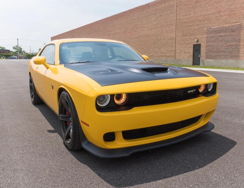 Genesis Car Wallpaper 2017 Dodge Challenger Srt Hellcat Review Stung By A